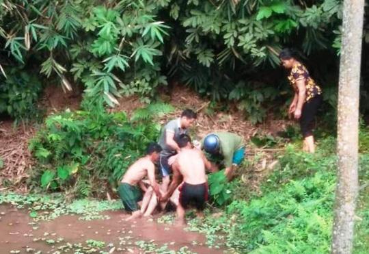 Người đàn ông đột tử khi xuống ao tắm dưới trời nắng nóng gay gắt - 1