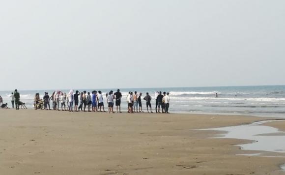 Hà Tĩnh: Bố chứng kiến con trai lớp 6 chết đuối khi đi tắm biển
