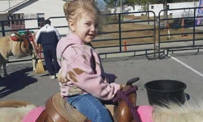 Xót xa bé gái 2 tuổi tử vong vì bị mẹ bỏ đói suốt 9 ngày để vui vẻ bên bạn trai