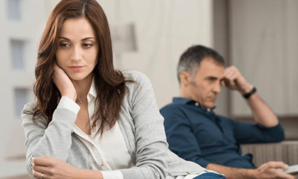 Vợ đẹp bỏ chồng giàu lúc khó khăn, nay quay về xin hàn gắn