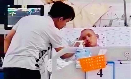 Bé trai bị hôn mê vì căn bệnh nguy hiểm mà cứ ngỡ sốt đau đầu thông thường