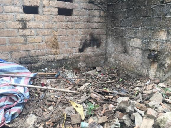 Vụ bác rể sát hại cháu trai 8 tuổi ở Hà Nội: Thi thể bị buộc chặt trong bao tải, chôn sâu trong đống gạch đá - Ảnh 2.