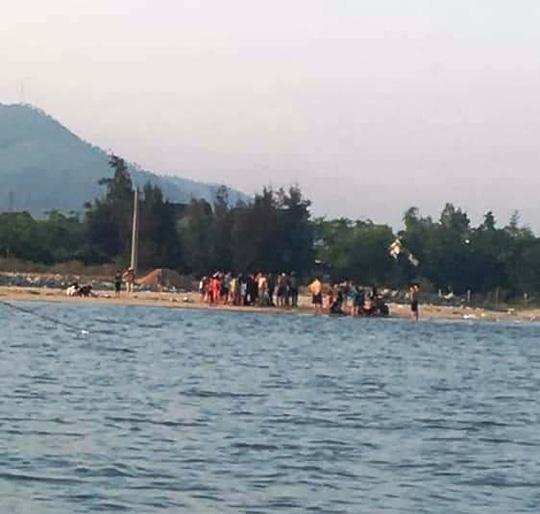 Cảm phục 2 thanh niên cứu 5 đứa trẻ thoát khỏi cảnh đuối nước - 2
