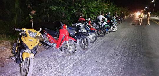 Hàng trăm quái xế gây náo loạn trên tuyến đường Xuyên Á - 2