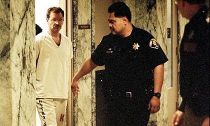 Sát thủ chuyên giết gái mại dâm: Sở thích tình dục quái gở khiến 2 cô vợ chạy mất dép