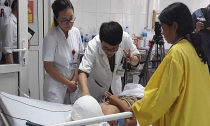 Sức khỏe bé trai 12 tuổi bị chó cắn lột da đầu, mất hai tai giờ ra sao?