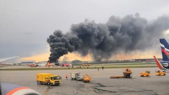 """Hành khách mô tả cảnh tượng """"như địa ngục"""" khi máy bay Nga cháy dữ dội - 1"""