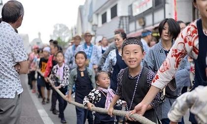 Cách các bà mẹ Nhật dạy con để trẻ cư xử đúng đắn nơi công cộng