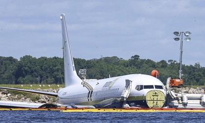 Phi công đổi đường băng trước khi máy bay lao xuống sông ở Florida