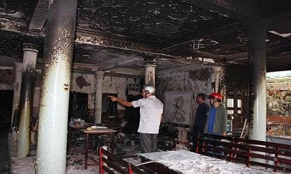 1 ngôi chùa bị cháy trong nhiều giờ
