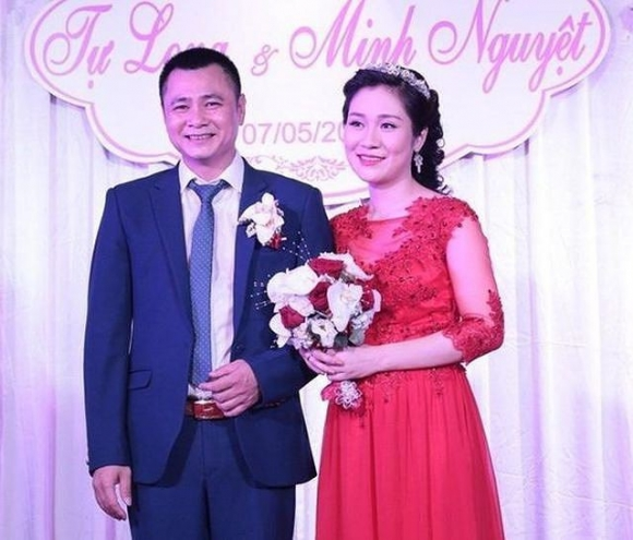 Hành trình 4 năm hôn nhân hạnh phúc của NSND Tự Long và người vợ tài sắc - Ảnh 2.