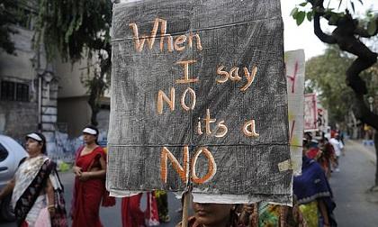 Ấn Độ: Cô gái tự thiêu sau khi bị cưỡng hiếp, trình báo cảnh sát trong vô vọng