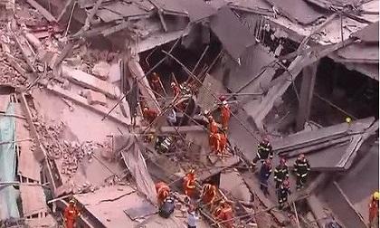 Sập tòa nhà đại lý ô-tô ở Thượng Hải, 9 người mắc kẹt