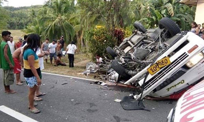 Xe khách đâm thẳng vào một xe tải ngược chiều, 8 người tử vong tại chỗ