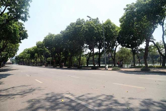 Hà Nội gần 60 độ nóng như đổ lửa, phố đi bộ vắng hơn ngày Tết - 2