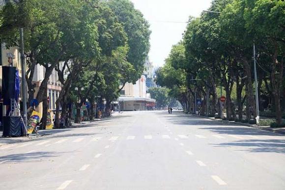 Hà Nội gần 60 độ nóng như đổ lửa, phố đi bộ vắng hơn ngày Tết - 3