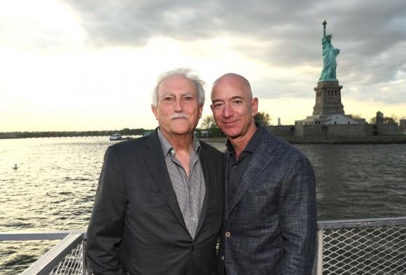 Chia sẻ hiếm hoi về người đàn ông đứng sau tỷ phú giàu nhất hành tinh - 1