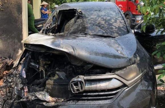 Đậu xe dưới trời nắng, Honda CR-V bất ngờ bốc cháy khiến nhiều người dùng hoang mang.