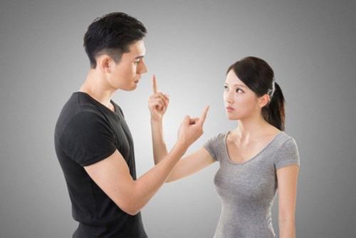 Phụ nữ thông minh không bao giờ nói 5 điều này khi giận chồng - 1