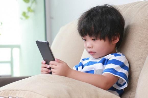 Đã có rất nhiều trẻ đột tử do kiệt sức, suy nhược cơ thể vì chơi game, xem điện thoại - 1