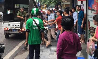Hà Nội: Cướp 3 khay vàng ngay trước mặt, nam thanh niên liền bị chủ tiệm khống chế