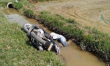 Nam thanh niên tử vong dưới mương nước cùng chiếc xe máy