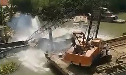 Vụ sập cầu Tân Nghĩa ở Đồng Tháp: Cần cẩu gãy khi trục vớt xe tải