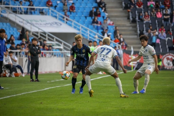 Bao Han Quoc giai thich ly do Cong Phuong that bai o K.League hinh anh 1