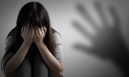 Khởi tố, bắt kẻ nhiều lần hiếp dâm và dọa giết con gái ruột 10 tuổi