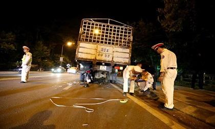 Tông vào xe tải đang đỗ bên đường, người đàn ông tử vong tại chỗ