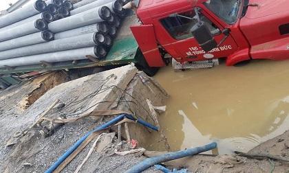 Hà Nội: Xe container làm vỡ đường ống, nhiều nơi nguy cơ mất nước