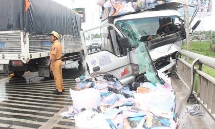 Tai nạn giao thông trên cầu Rạch Miễu, 1 người văng xuống sông Tiền tử vong