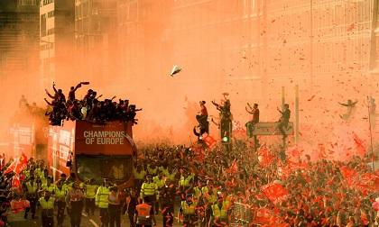 Biển người nhuộm đỏ Liverpool trong lễ rước cúp của thầy trò Klopp