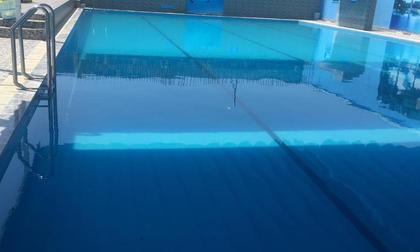 Bé trai học lớp 1 bị đuối nước khi đi bơi ở trường
