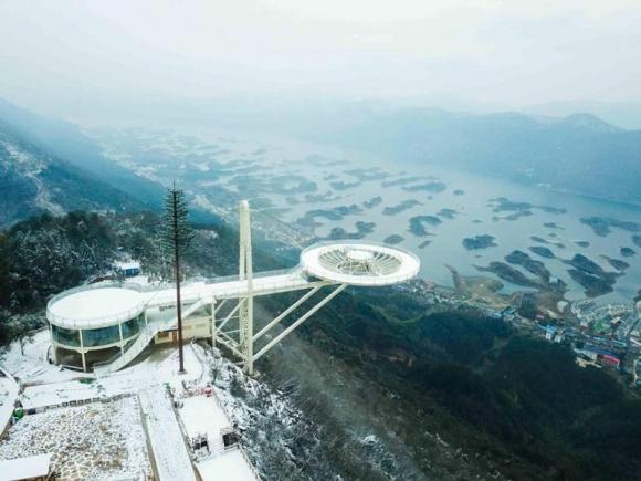 Khám phá cầu kính kỉ lục Guinness Sky Mirror ở Hồ Bắc - 6