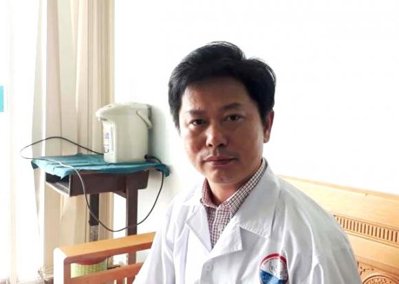 Bác sĩ từng dùng 5 lít bia cứu người ngộ độc rượu được Thủ tướng khen - 1