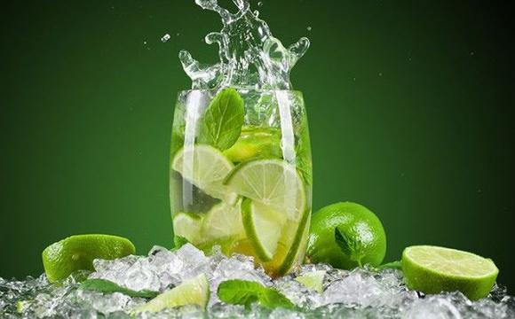 Nắng nóng uống nước kiểu này cực kỳ hại sức khỏe - 1