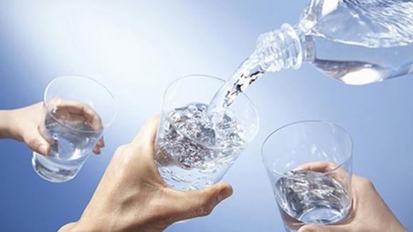 Nắng nóng uống nước kiểu này cực kỳ hại sức khỏe - 4
