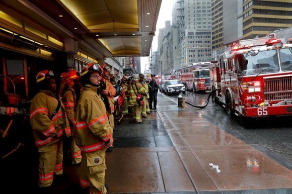 Trực thăng đâm vào nóc cao ốc ở New York, phi công tử nạn