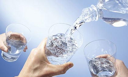 Nắng nóng uống nước kiểu này cực kỳ hại sức khỏe