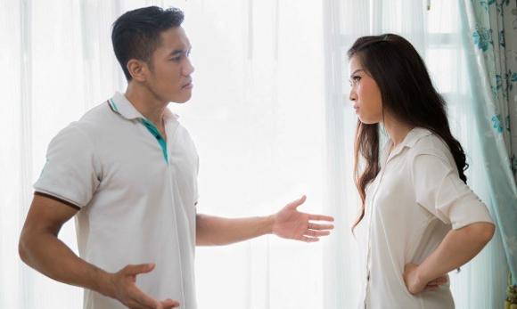 Lỡ miệng chê vợ xấu hơn cô hàng xóm, ông chồng dại dột nhận ngay đòn ghen có một không hai - 1