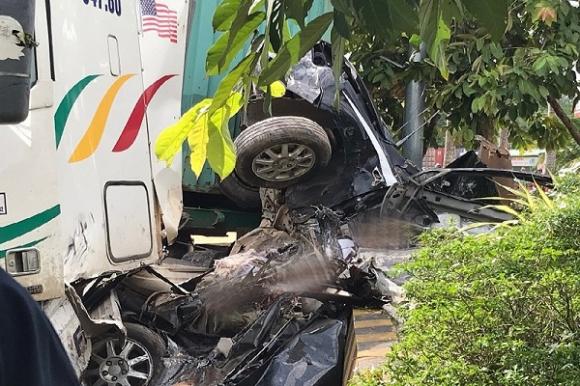 Xe container tông chết 4 người 1 nhà cùng tài xế ở Tây Ninh do lấn làn