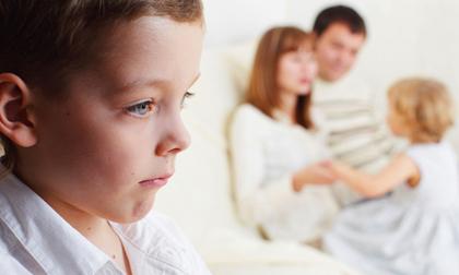 10 sai lầm nuôi dạy con cha mẹ nào cũng mắc phải