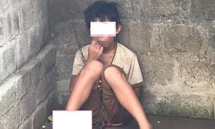 Xôn xao hình ảnh một bé trai nghi bị bố trói xích ở chân, ngồi co ro trong căn phòng ẩm thấp