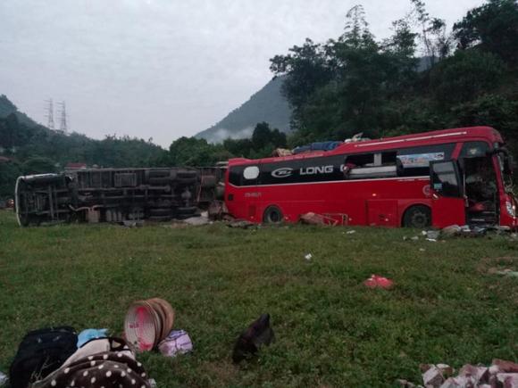 Hiện trường vụ tai nạn kinh hoàng khiến 3 người tử vong, 38 người bị thương ở Hòa Bình - Ảnh 12.
