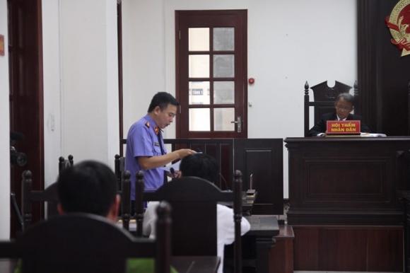 Đề nghị tòa xử nữ tài xế gây tai nạn ở Hàng Xanh 42 tháng tù - ảnh 1