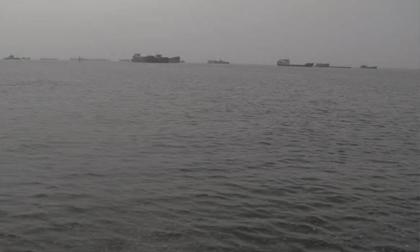 Bí ẩn thi thể đang phân hủy trôi trên biển ở Cà Mau