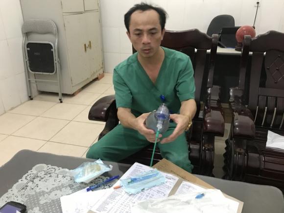 7 phút sinh tử cứu bé trai 21 tháng tuổi bị hóc thạch rau câu - 1