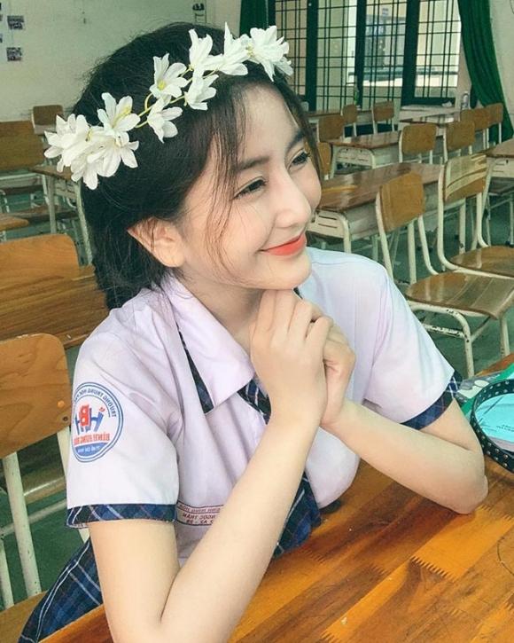 Loạt hot girl xinh đẹp nức tiếng thi đại học năm 2019 - 1