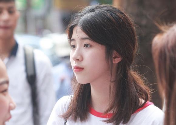 Dàn gái xinh thi THPT Quốc gia 2019 gây chú ý vì nhan sắc xinh đẹp - 1